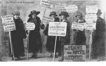 Photographie de suffragettes manifestant
